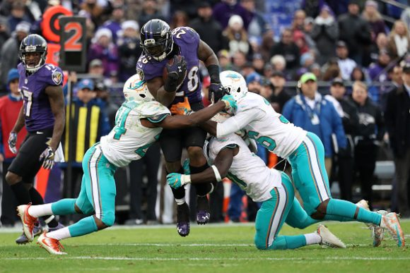 Big Day for Flacco as Ravens Pound Dolphins 38-6 to Improve to 7-5